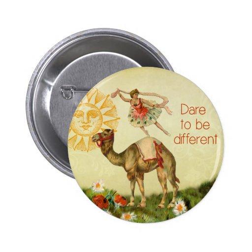 Bailarina del vintage, flores, y collage del camel pin redondo 5 cm