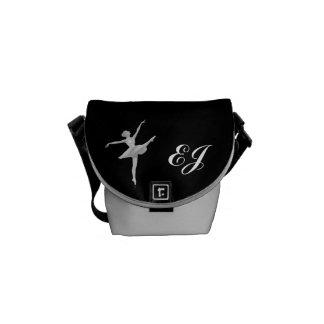 Bailarina en de plata y negro con el monograma bolsas messenger