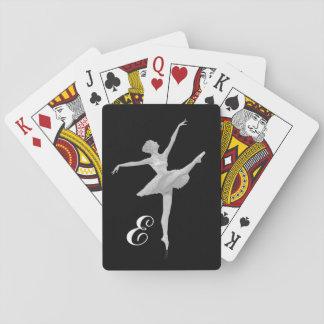 Bailarina en de plata y negro con el monograma cartas de póquer