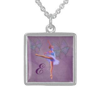 Bailarina en la posición del Arabesque, monograma Colgante Cuadrado