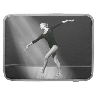 Bailarina en personalizable blanco y negro fundas para macbook pro
