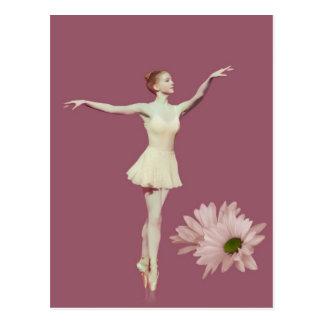 Bailarina en Pointe con las margaritas adaptables Postales