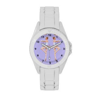 Bailarina en púrpura y blanco con números reloj de mano