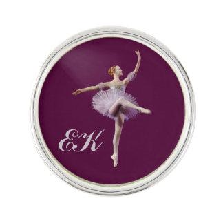 Bailarina en púrpura y blanco, monograma pin
