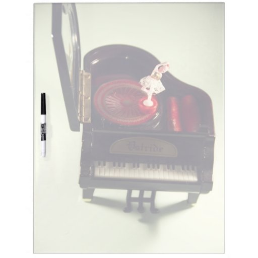Bailarina en una caja de música del piano pizarra