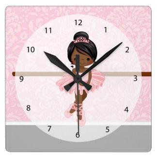 Bailarina linda reloj cuadrado