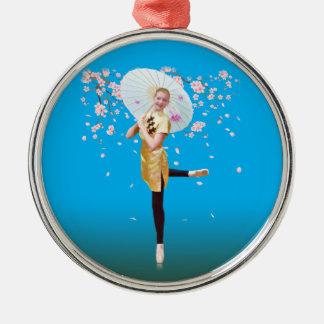 Bailarina, ornamento de las flores de cerezo adorno navideño redondo de metal