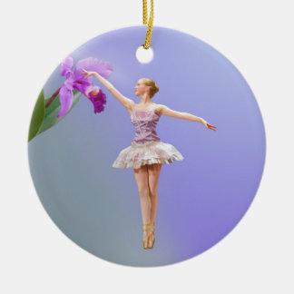 Bailarina, orquídea en el ornamento púrpura ornamento para arbol de navidad