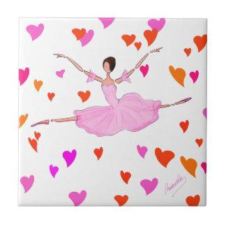 Bailarina preciosa en tutú rosado y corazones colo azulejo cuadrado pequeño