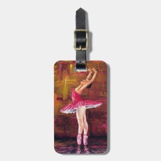 Bailarina rosada en etiqueta rosada del equipaje d etiquetas bolsa