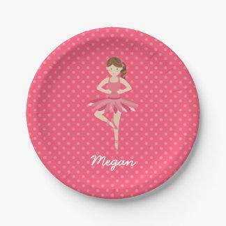 Bailarina triguena en lunares rosados plato de papel de 7 pulgadas