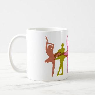 Bailarinas coloridas del baile taza clásica