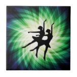 Bailarinas que brillan intensamente tejas