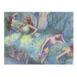 Bailarines de ballet en las alas de Edgar Degas Postal
