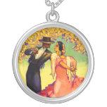 Bailarines del flamenco debajo del collar de los á