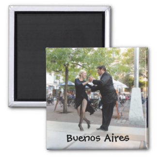 Bailarines del tango en la plaza Dorrego Imán Cuadrado