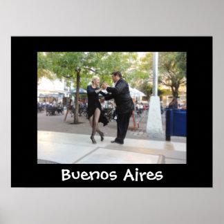 Bailarines del tango en la plaza Dorrego Póster