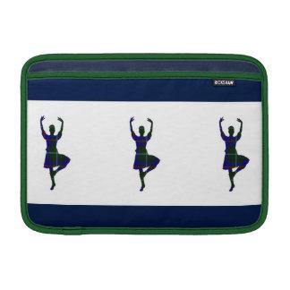 Bailarines escoceses de la montaña funda para macbook air
