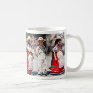 Bailarines jovenes taza de café