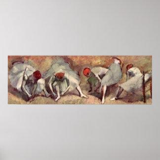 Bailarines que atan los zapatos. Edgar Degas Poster