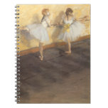 Bailarines que practican en la barra de Edgar Libros De Apuntes Con Espiral