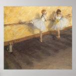 Bailarines que practican en la barra de Edgar Poster