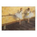 Bailarines que practican en la barra de Edgar Felicitación