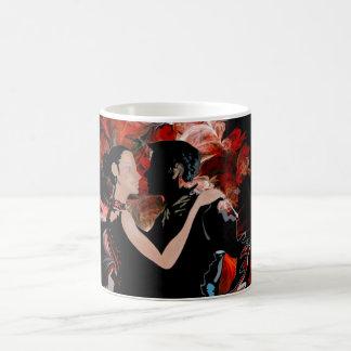 Bailarines románticos del tango en fractal rojo taza