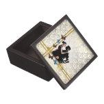 Bailarines románticos en blanco y damasco del oro cajas de regalo de calidad