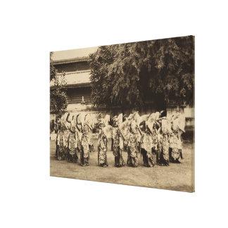 Bailarines velados en Mandalay, Birmania Impresiones En Lienzo Estiradas