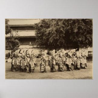 Bailarines velados en Mandalay, Birmania Póster