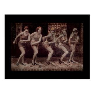 Baile atractivo de las aletas del chica tarjeta postal