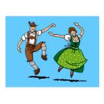 Baile bávaro de los pares de Oktoberfest de la pos