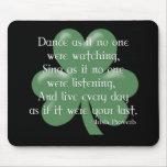 Baile como si:: Proverbio irlandés (diseño blanco) Alfombrilla De Ratón