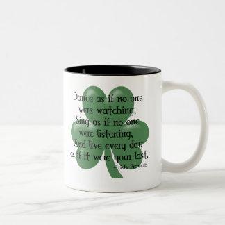 Baile como si:: Proverbio irlandés (ennegrezca el Taza De Café De Dos Colores