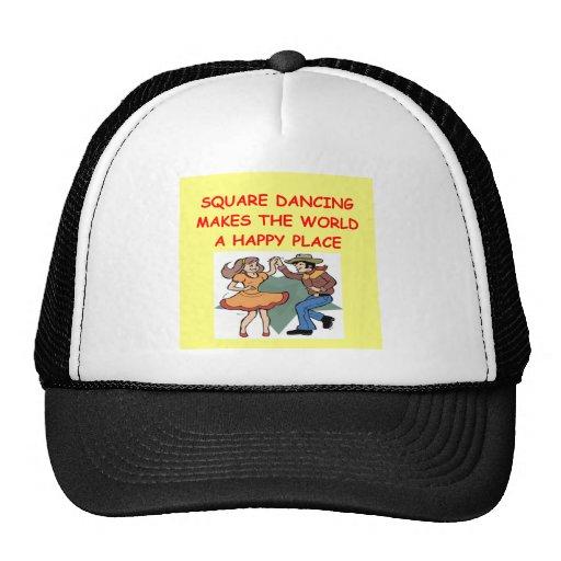baile cuadrado gorras