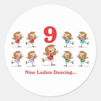baile de 12 señoras de los días nueve pegatina redonda