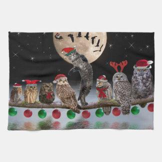 Baile del Asio con los búhos el Nochebuena Toalla De Cocina