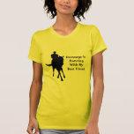 Baile del Dressage con la camiseta del caballo del