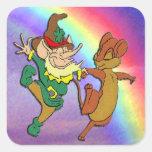 Baile del Leprechaun y del ratón con el arco iris Calcomania Cuadrada Personalizada