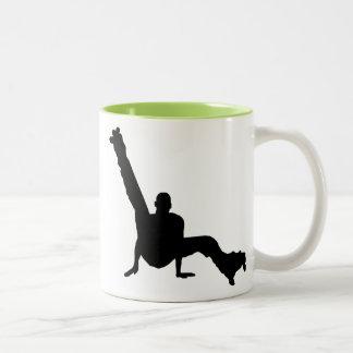 Baile del patín de ruedas taza de café de dos colores