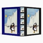Baile divertido del pingüino en el antártico