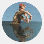 baile en el mar etiqueta redonda