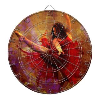 Baile más, bailarín en tablero de dardo rojo del v