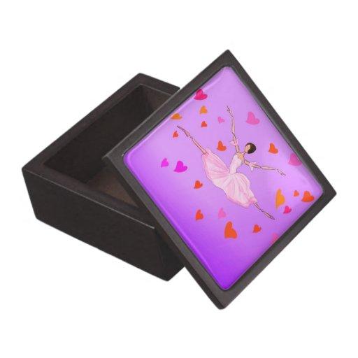 Baile rosado lindo de la bailarina en los corazone caja de joyas de calidad