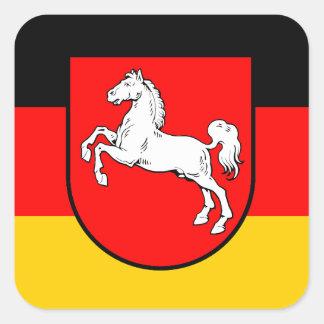 Baja Sajonia bandera con escudos de armas Pegatina Cuadrada