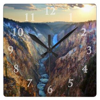 Baje las caídas del punto del artista reloj cuadrado