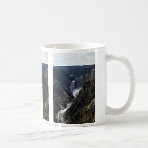 Baje las caídas, parque nacional de Yosemite Taza Clásica