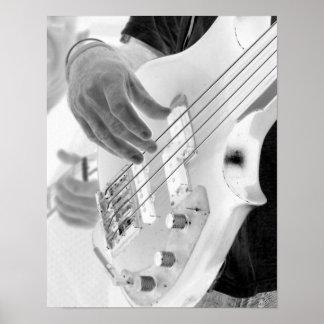 Bajista, bajo y mano, imagen negativa póster