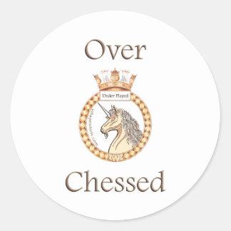 Bajo ajedrez jugado pegatina redonda